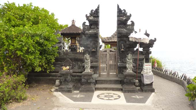 Tanah Lot-19-Jro Kandang Temple