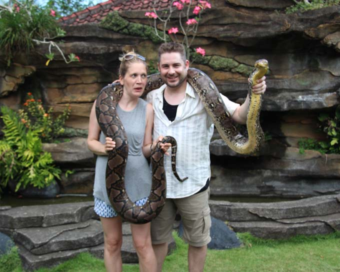 Tanah Lot-39-Snake Farm