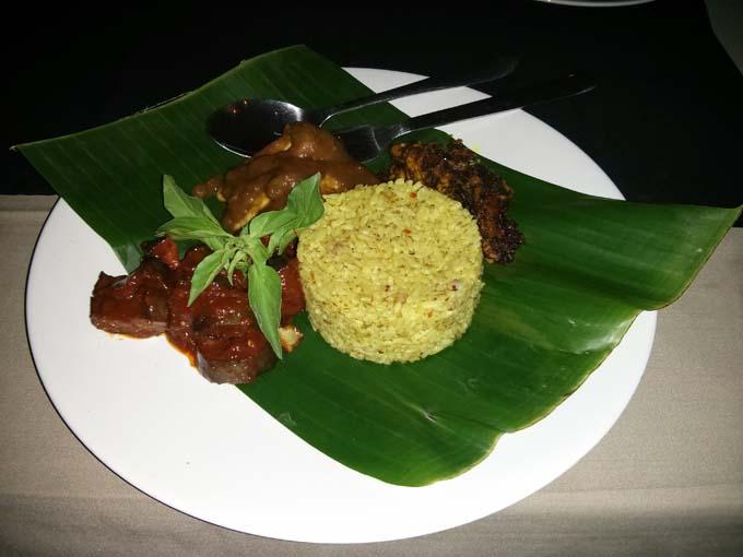 Bali-Ubud-Food-Yellow Rice-01