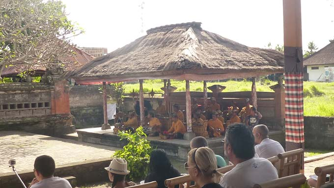 Indonesia-Traditional Dance-01