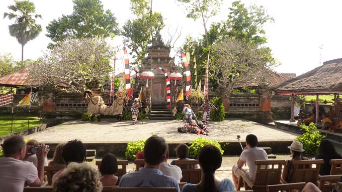 Indonesia-Traditional Dance-02