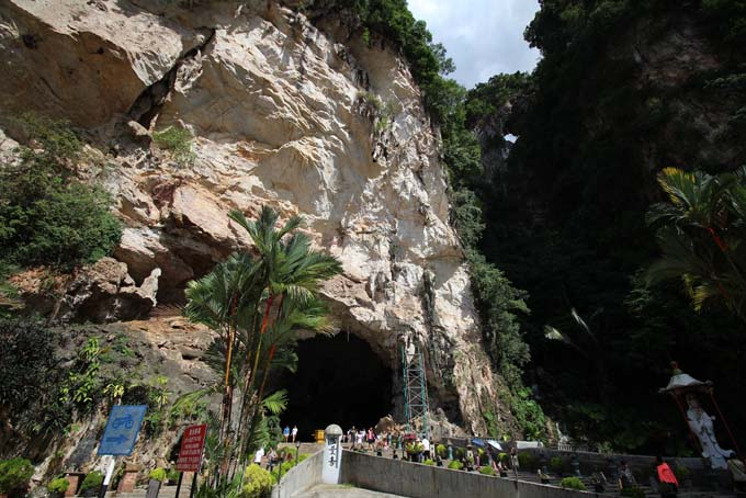 Malaysia-Ipoh-Limestone Cave Temple-01