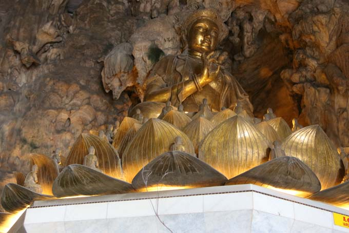 Malaysia-Ipoh-Limestone Cave Temple-12