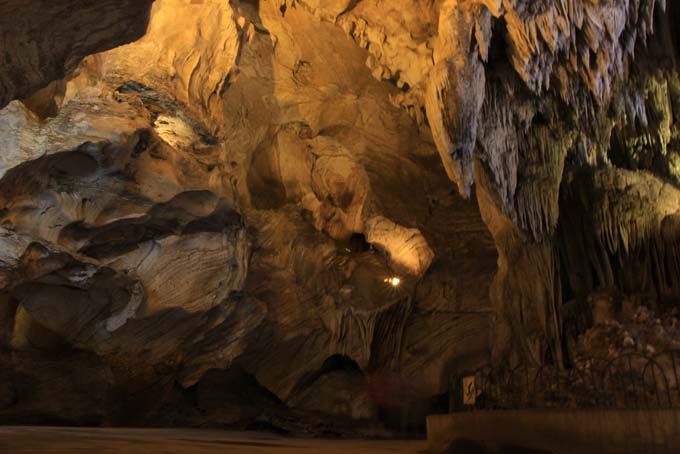 Malaysia-Ipoh-Limestone Cave Temple-13