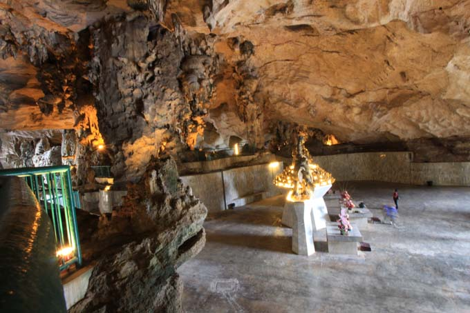 Malaysia-Ipoh-Limestone Cave Temple-14