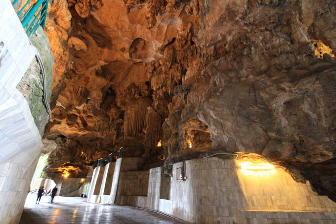 Malaysia-Ipoh-Limestone Cave Temple-17