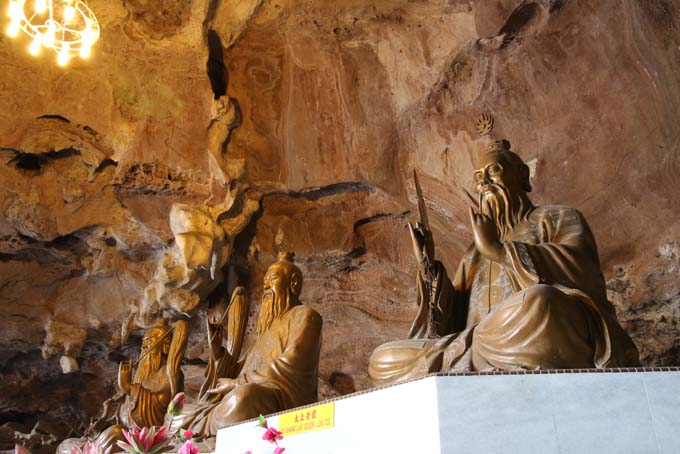 Malaysia-Ipoh-Limestone Cave Temple-18