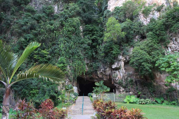 Malaysia-Ipoh-Limestone Cave Temple-28