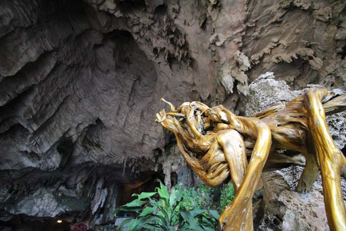 Malaysia-Ipoh-Limestone Cave Temple-29