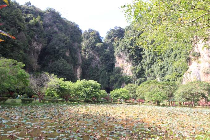 Malaysia-Ipoh-Limestone Cave Temple-39