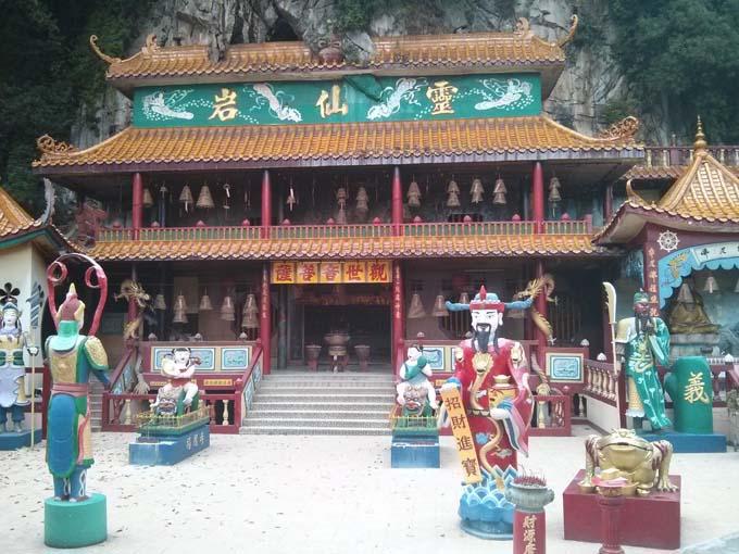 Malaysia-Sam Poh Tong Temple-05