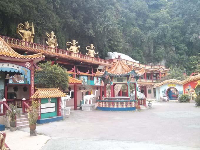 Malaysia-Sam Poh Tong Temple-06