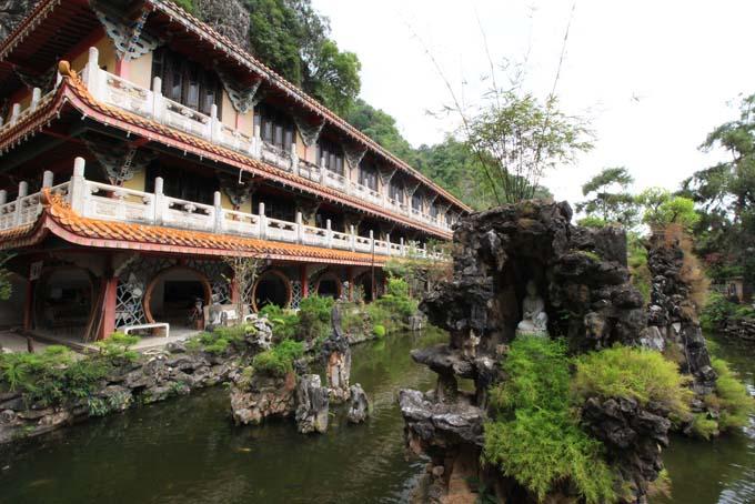 Malaysia-Sam Poh Tong Temple-10