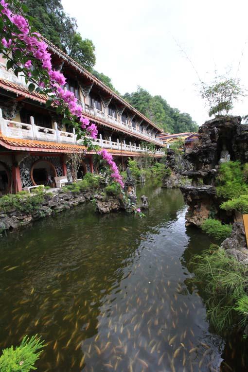 Malaysia-Sam Poh Tong Temple-12