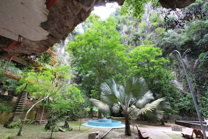 Malaysia-Sam Poh Tong Temple-35