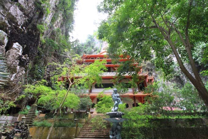 Malaysia-Sam Poh Tong Temple-40