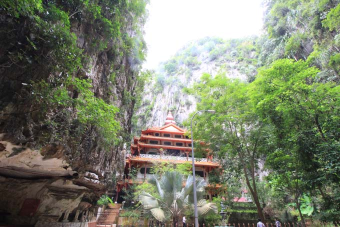 Malaysia-Sam Poh Tong Temple-41
