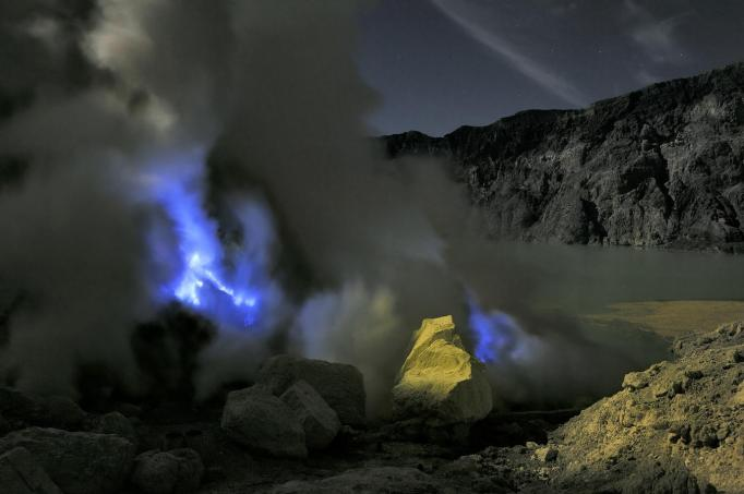 Photo by Oliver Grunewald. The blue flames.