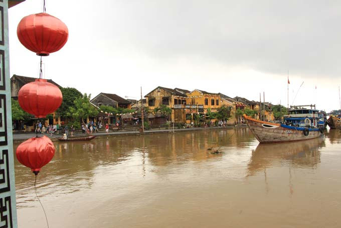 Vietnam-Hoi An-Bus & Tailors-06