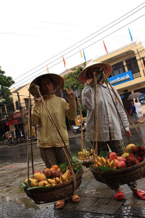 Vietnam-Hoi An-Bus & Tailors-08