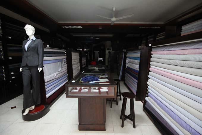 Vietnam-Hoi An-Bus & Tailors-25