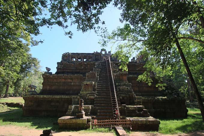 Phimeanakas Temple-01